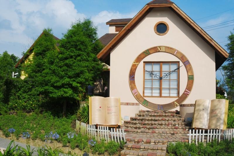 别墅斜屋面设计效果图